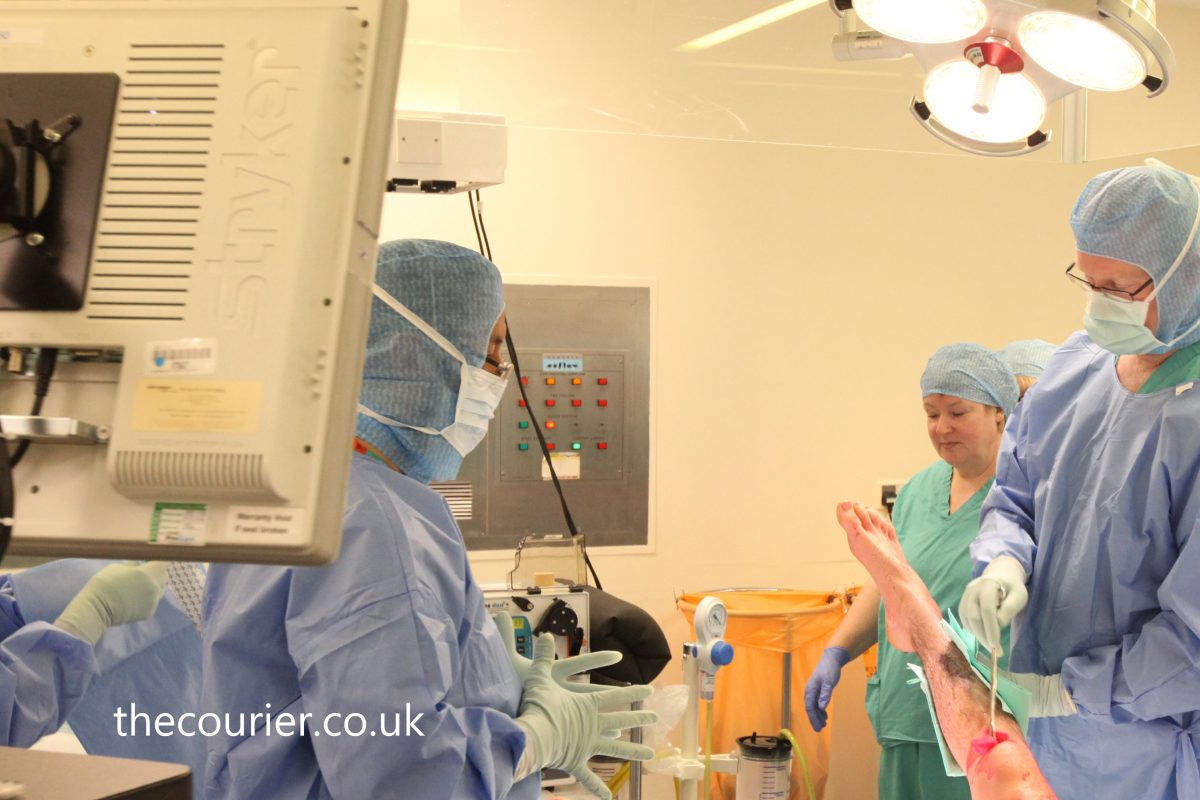 Total knee replacement: in and out in 12 hours!